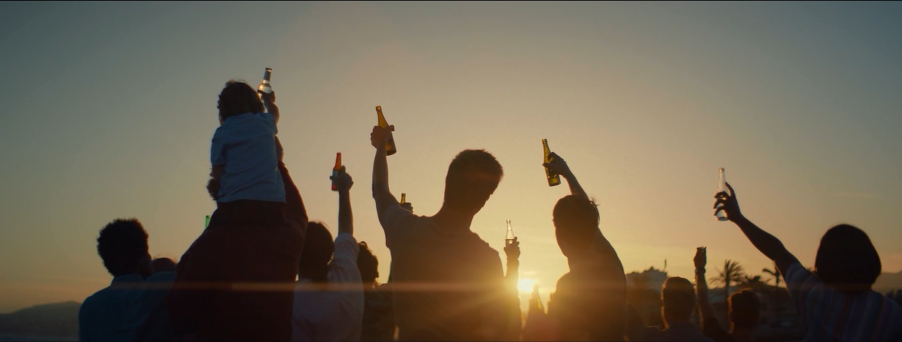 BRITONS URGED TO 'TOAST THE HEALTH' OF SEAS IN NEW CAMPAIGN AS THREE OUT OF FOUR CHOOSE GLASS