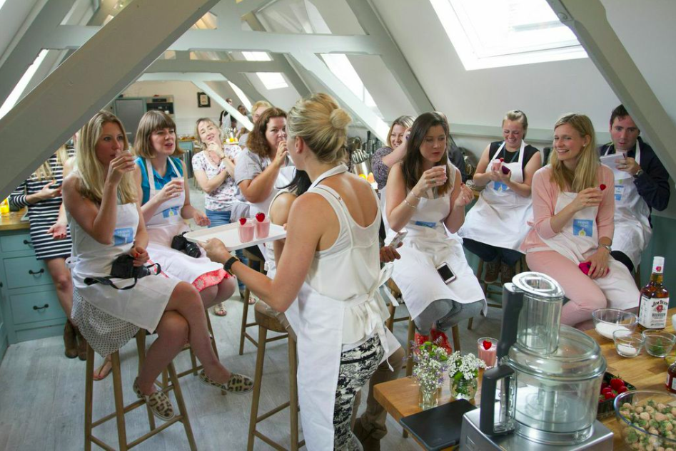LOCAL ACTIVITIES: FRIENDS OF GLASS UK CREATE RECIPES IN GLASS WITH BLOGGERS